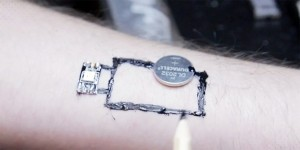 chaotic-moon-biowearables-tattoo-circuits-designboom-042-818x410