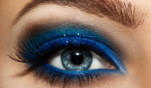maquillage-yeux-vrai-faux-shutterstock_164214080